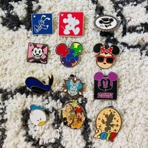 OFFICIAL DISNEY PINS — MICKEY MOUSE FRIENDS